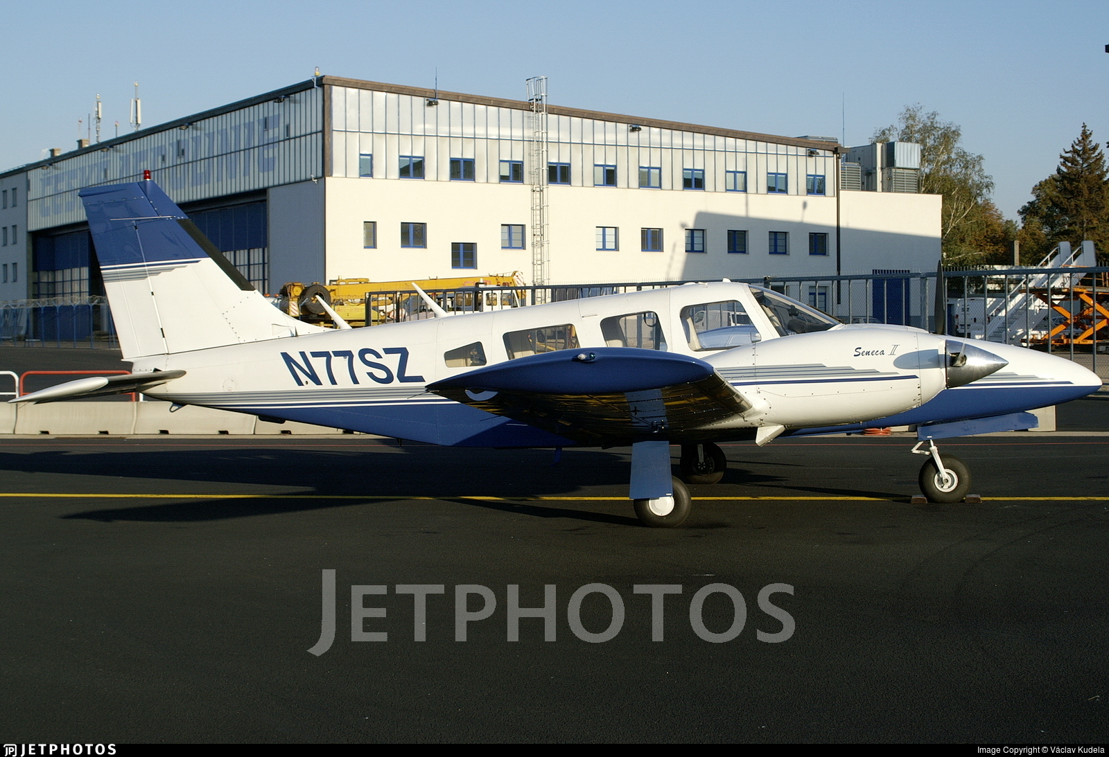 N77SZ - Piper PA-34-200T Seneca II - Private