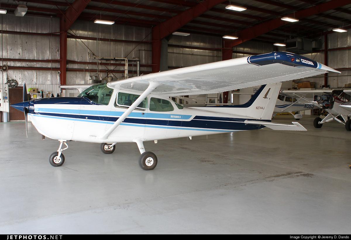 N2744J - Cessna 172N Skyhawk II - Private