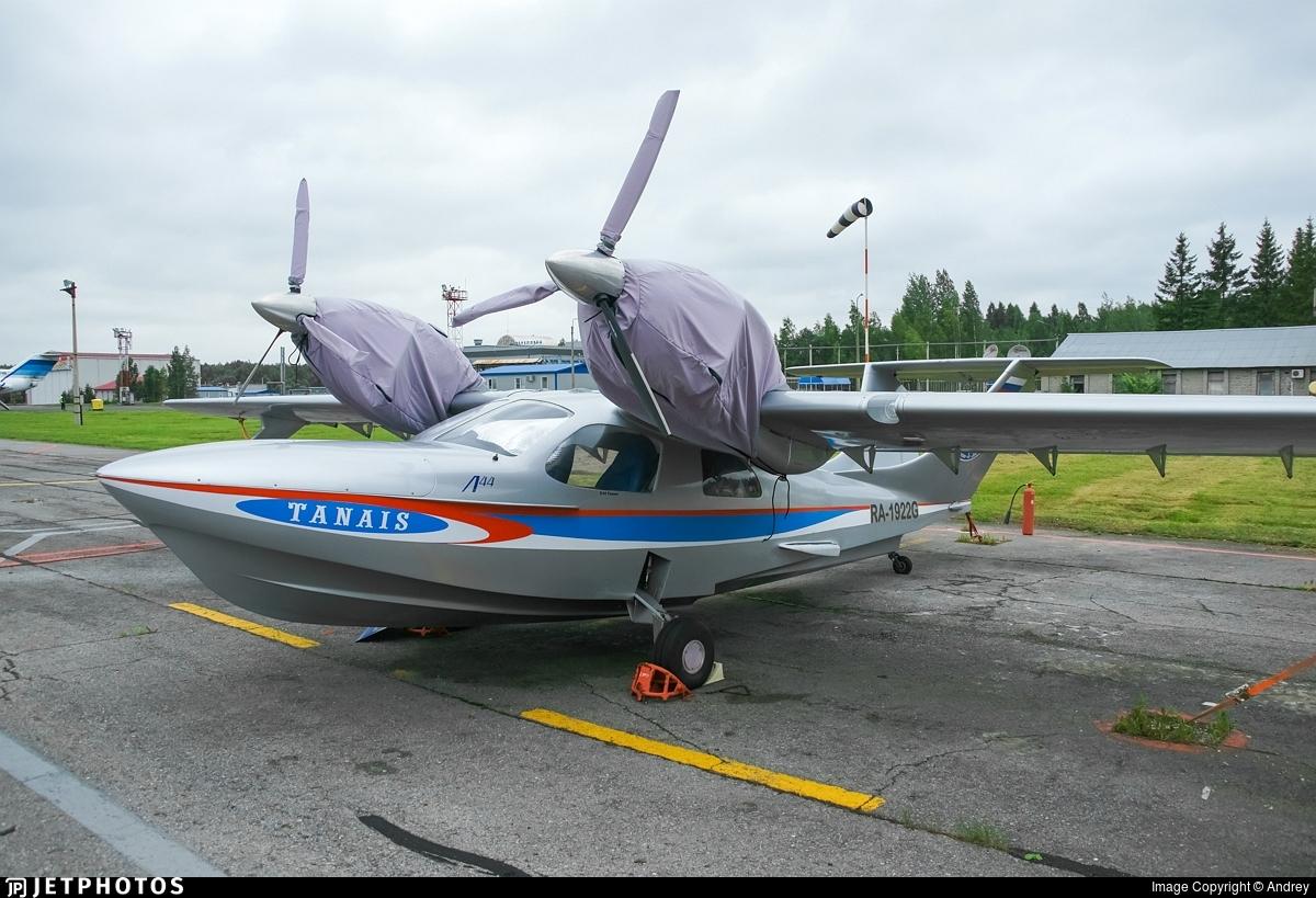 RA-1922G - Chaika L-44 - Private