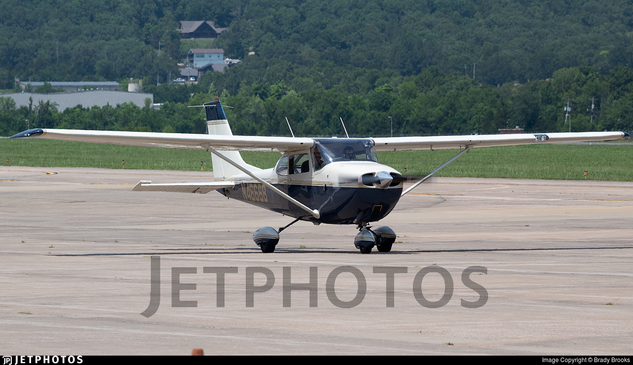 N46668 - Cessna 172K Skyhawk - Private