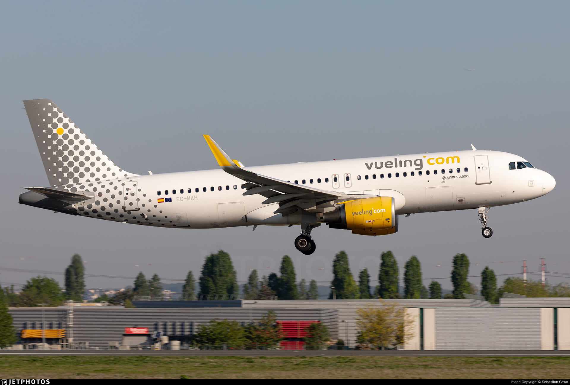 EC-MAH - Airbus A320-214 - Vueling Airlines