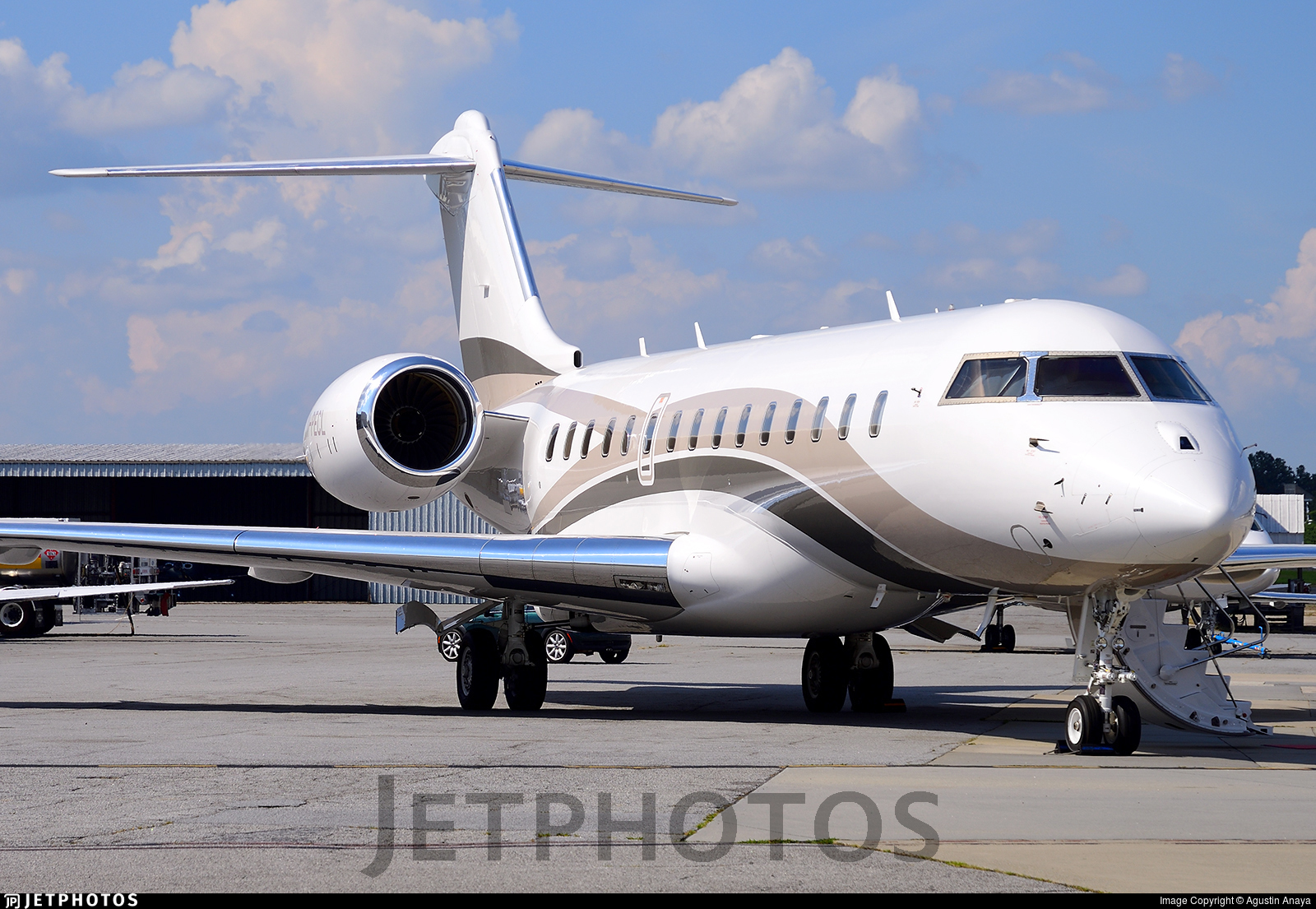 M-PECL - Bombardier BD-700-1A10 Global 6000 - Private
