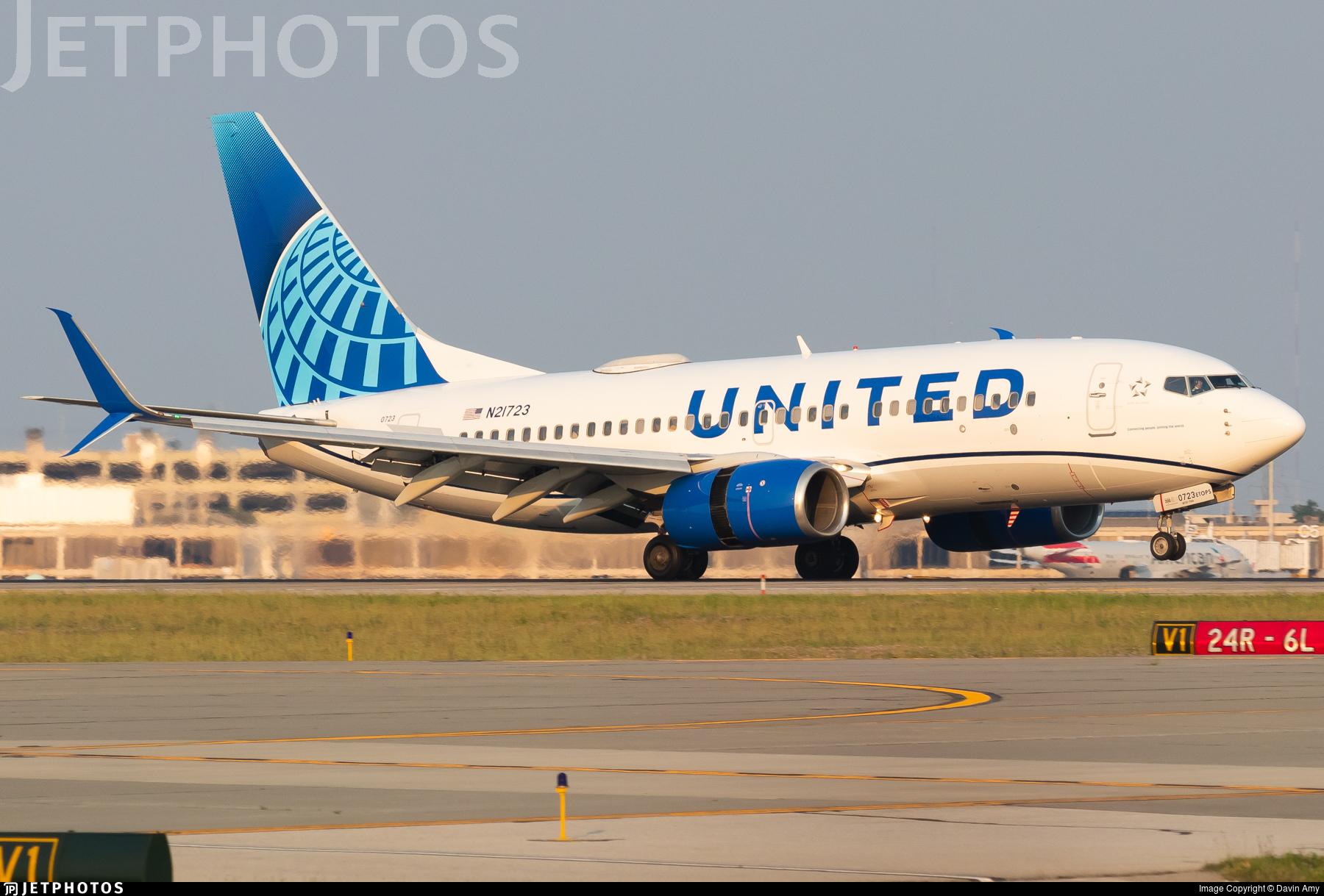N21723 - Boeing 737-724 - United Airlines