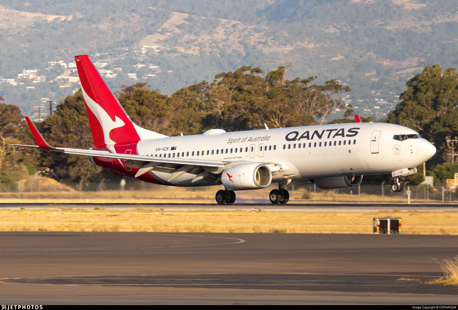VH-VYE - Boeing 737-838 - Qantas