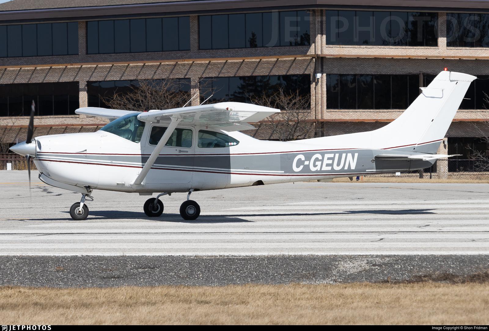 C-GEUN - Cessna R182 Skylane RG - Private