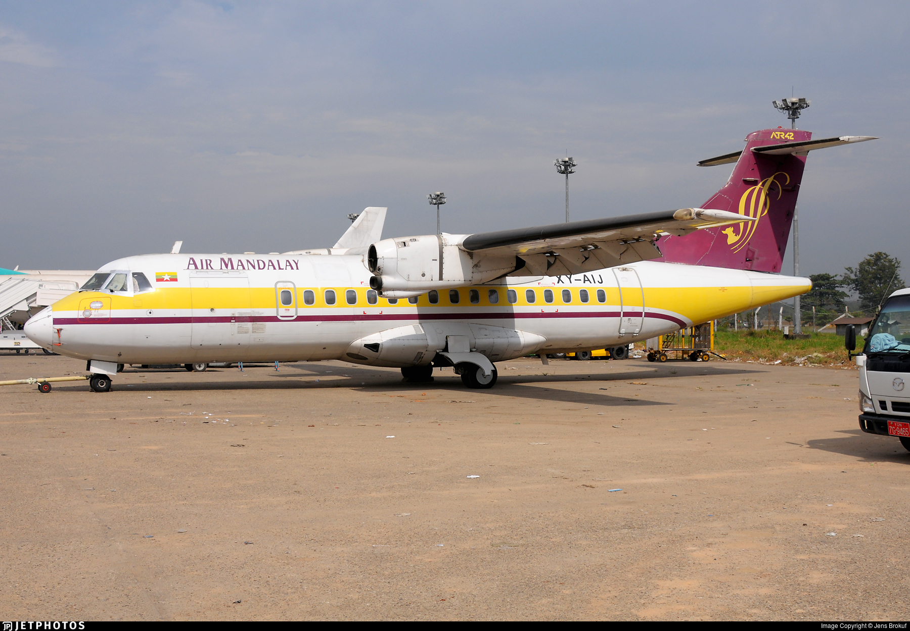 XY-AIJ - ATR 42-320 - Air Mandalay