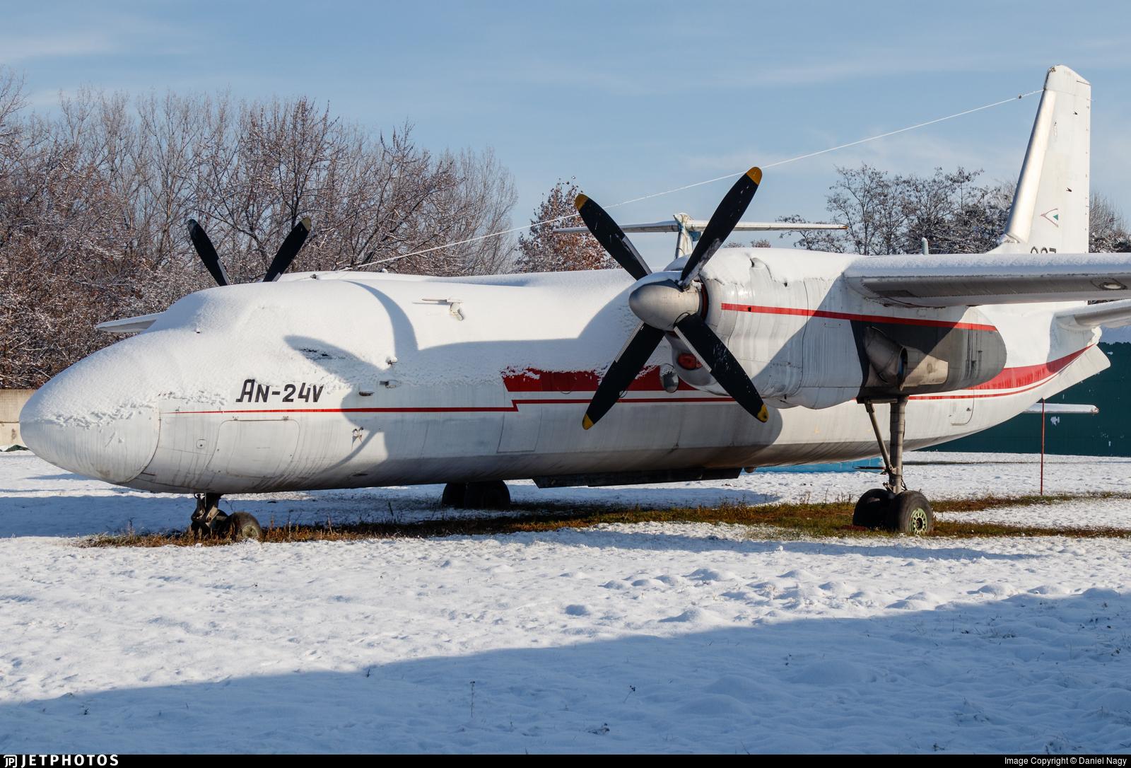 907 - Antonov An-24V - Hungary - Air Force