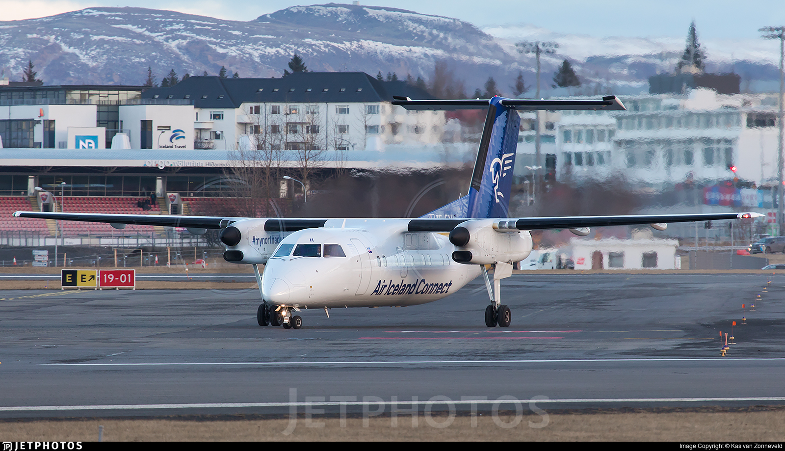 TF-FXH - Bombardier Dash 8-Q202 - Air Iceland Connect