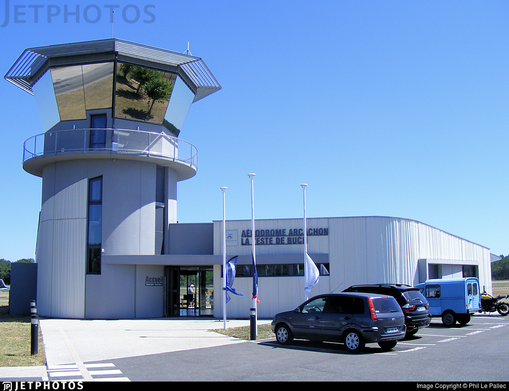 LFCH - Airport - Control Tower