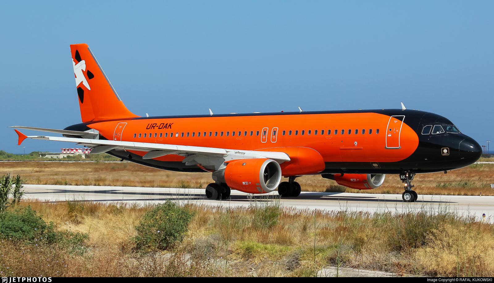 UR-DAK - Airbus A320-211 - Aviatrans K